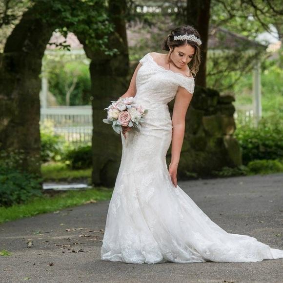 Oleg Cassini Chantilly Lace Wedding Dress